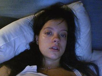 meisje huilend in bed