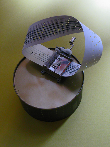 mobius_strip_music_box