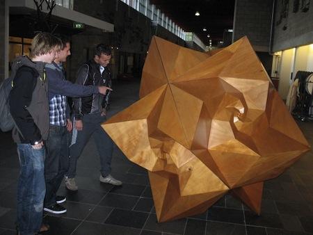 spidrohedron_met 3 studenten