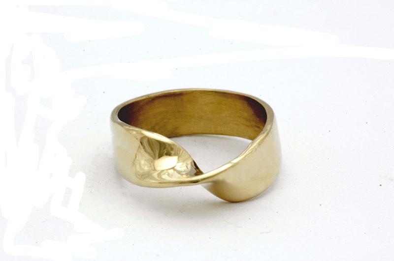 mobius-ring